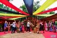 소수민족들의 중추절 연휴 모습