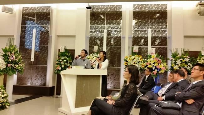 대만장례협회의 브리핑과 통역 모습