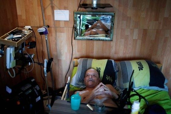 알랭 콕이 지난달 19일(현지시간) 프랑스 디종 자신의 저택에서 로이터와 인터뷰를 하고 있다. [로이터=연합뉴스]