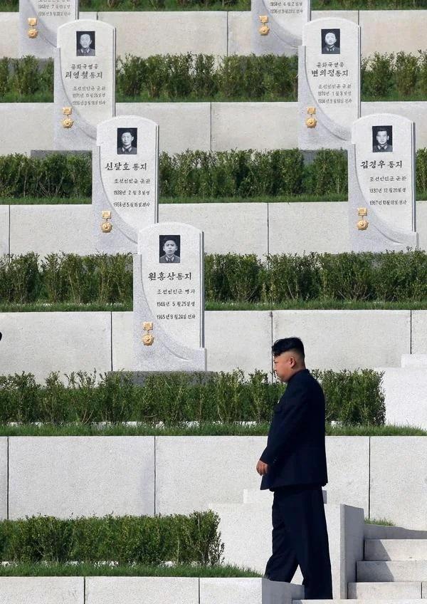625전쟁 희생자를 묻을 묘역 준공식에 참석한 김정은 조선노동당 총비서.<br> 평양에는 화장이 늘고 있다(사진 로이터/아프로).